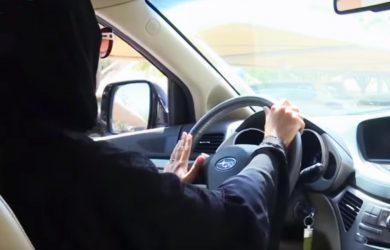 donna saudita alla guida